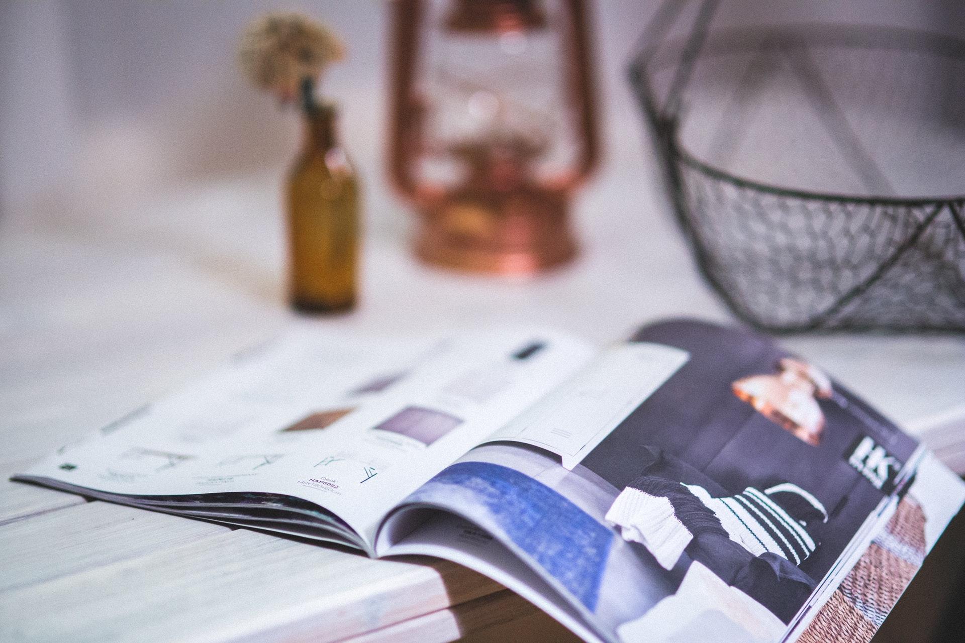 https://mobililionetto.it/wp-content/uploads/2017/10/reading-magazine-open-newspaper-1.jpg